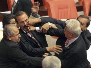 Políticos_peleando